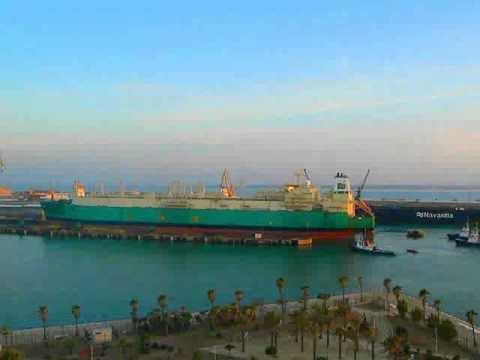 Embedded thumbnail for El buque tanque LNG LOKOJA (gasero) entrando en uno de los diques secos de Navantia-Cadiz el 3 de Octubre de 2011